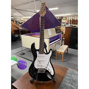 Gear4Music S Type 3/4 Electric Guitar (Black)